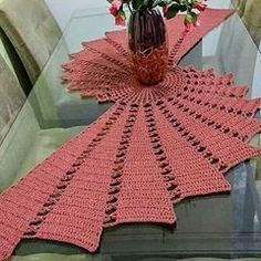 Photo By Amigurumi.Lucrativo On January - Diy Crafts Filet Crochet, Crochet Motif, Crochet Doilies, Crochet Flowers, Diy Crochet Tablecloth, Crochet Table Runner, Diy Crafts Crochet, Crochet Home, Crochet Baby
