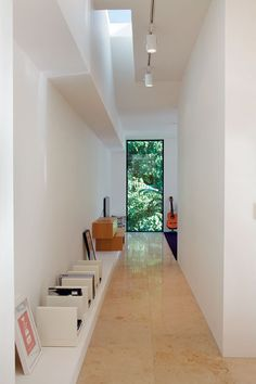 Skylights and carefully positioned windows admit natural light while ensuring a high level of privacy from neighbours. New Zealand Houses, Residential Architecture, Skylights, Minimalism, High Level, Stairs, Natural Light, Windows, Simple