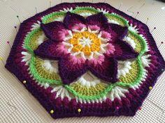 Crochet Mandala Pattern, Afghan Crochet Patterns, Crochet Squares, Crochet Granny, Crochet Diy, Crochet Afgans, Crochet Crafts, Crochet Projects, Crochet Cushion Cover