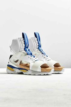clothing PBR Sneakers - Collection , formats include MAX, OBJ, FBX, ready for animation and other projects Men's Shoes, Nike Shoes, Shoe Boots, Shoe Bag, New Sneakers, White Sneakers, Alexander Mcqueen, Cyberpunk Clothes, Sport Sandals