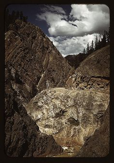 Lee, Russell,, 1903-1986,, photographer.    Million dollar highway [U.S. 550] is cut through massive rocks in Ouray County, Colorado 1940 Oct.