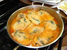 CHILES RELLENOS CON QUESO!!! - 8 Chiles poblanos un chile huajillo hidratado - 3 jalapenos para Rellenar (opcional) - 10 huevos enteros - 7 jitomates Roma Co...