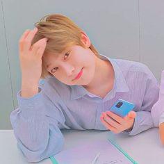 Iphone Lockscreen Wallpaper, Pop Photos, Kim Sun, Anime Poses Reference, Happy Pills, Kpop Guys, I Don T Know, South Korean Boy Band, Mini Albums