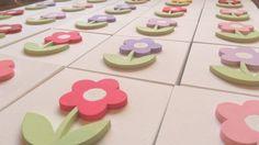 Lembrancinha, pode ser de aniversário ou de nascimento. Caixa com flor 6 x 6 . Pode ser forrada com  tecido e na cor que desejar. Acompanha embalagem de  tule. R$ 7,00