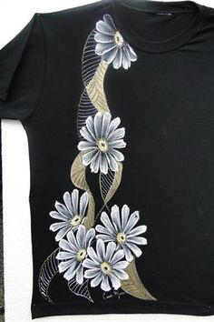 Luís Moreira - Blog da Pintura Condor Dress Painting, T Shirt Painting, Fabric Painting, Fabric Art, Saree Painting Designs, Fabric Paint Designs, Painted Jeans, Painted Clothes, Fabric Paint Shirt
