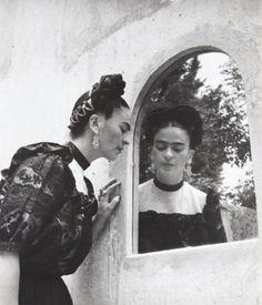 LOLA ÁLVAREZ BRAVO - Frida (Looking in mirror close up), 1944