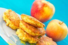 Jablkové lievance Greek Sweets, French Toast, Mango, Peach, Fruit, Breakfast, Ethnic Recipes, Desserts, Food