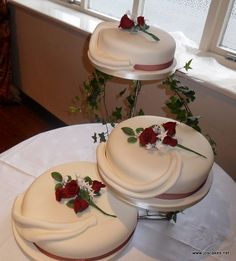 3 separate tier wedding cakes something to go with the metal ring toppers 3 tiered 10210