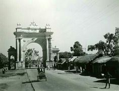 Curzon Gate. Burdwan. West Bengal. 1942 Rare Photos, Vintage Photographs, Vintage Photos, Vintage India, West Bengal, Kolkata, Gate, Louvre, British