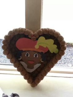 pepernotenhart zwarte piet Christmas Crafts, Christmas Ornaments, Homemade Gifts, Cupcake Toppers, December, Presents, Diy Crafts, Holiday Decor, Party