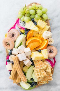 A Delicious Chocolate Fondue Platter / Easy Entertaining Ideas / Party Ideas/ Fruit Platter / Fondue Recipe