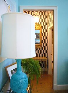 love the lamp color