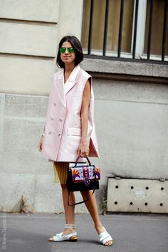 Queen of the quirk #LeandraMedine pulls out her shirtdress for the win. Paris