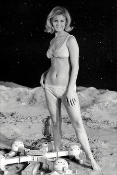 Picture Backdrops, Picture Poses, Ufo Tv Series, Vintage Swim, Backdrop Design, Poses For Pictures, Alter, Vintage Photos, Bikinis