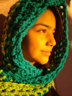 Bufanda capucha tejido a ganchillo color turquesa y verde manzana.