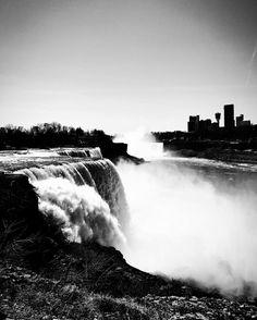 블랙앤화이트 버젼  Black and white version  #newyork #newyorker #ny #statepark #park #nature #tree #green #lake #waterfall #photography #street #streetphotography #beautiful #design #outdoor #blue #ootd #water #ontario #canada #niagara #niagarafalls http://tipsrazzi.com/ipost/1505443699903349313/?code=BTkaRGiFsJB