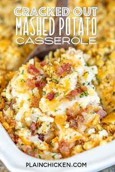 chicken side dishes Cracked Out Mashed Potato Casserole - mashed potatoes loaded with cheddar, bacon and ranch. SO easy and tastes AMAZING! Instant mashed potatoes, hash browns, c Loaded Mashed Potato Casserole, Potatoe Casserole Recipes, Mashed Potato Recipes, Potato Dishes, Casserole Dishes, Chicken Casserole, Freezing Mashed Potatoes, Instant Mashed Potatoes, Quick Side Dishes