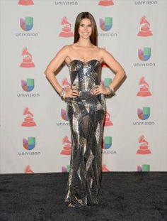 Happy Friday Braves !!! Come Check Out My Picks For Best & Worst Dressed Ladies At Last Night's 14th Annual Latin Grammy Awards!!! http://bravechica.com/2013/11/22/my-picks-for-best-worst-dressed-ladies-at-last-nights-14th-annual-latin-grammy-awards-las-mejor-y-peor-vestidas-en-los-latin-grammys-2013/ … #latingrammys  #style #fashion #friday #tgifriday #RoselynSanchez