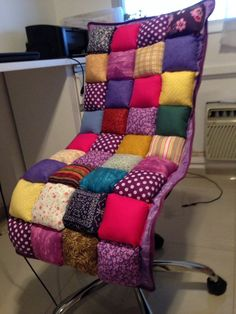 Would love this for my car! Sewing Hacks, Sewing Crafts, Sewing Projects, Manta Quilt, Puffy Quilt, Bubble Quilt, Recliner Cover, Diy Sofa, Sewing Pillows