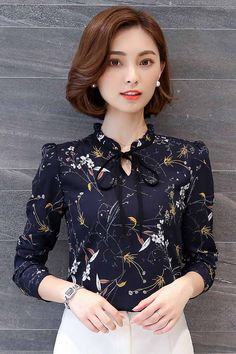 Casual styles 90635011234680715 - Women s long sleeve button V neck butterfly neck tie floral pattern print casual outdoor leisure Occasions Source by ShoeEver Dress Shirts For Women, Blouses For Women, Blouse Styles, Blouse Designs, Women's Dresses, Fashion Dresses, Mode Style, Mode Outfits, Feminine Fashion