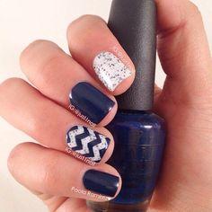 Blue nail art - 30 Ideas of manicure - Nail art designs & diy Navy Blue Nail Designs, Navy Blue Nails, Pretty Nail Designs, Best Nail Art Designs, Dark Nails, Gold Nails, Gold Glitter, Trendy Nails, Cute Nails