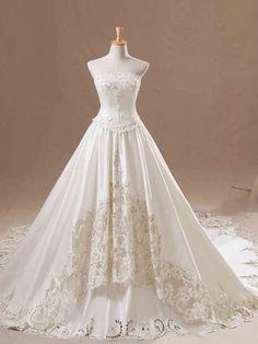 ウェディングドレス A ライン ベアトップ サテン アップリケ レースアップ ノースリーブ アイボリー チャペル 結婚式 二次会ドレス 花嫁 Hlb0083
