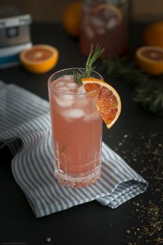 Ice Tea Monday - Blood Orange Gin Tea mit Rosmarin und ohne Alkohol / Blood Orange Gin Tea with rosemary and without alcohol – Backbube