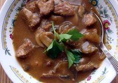 Gulasz wieprzowy z pieczarkami Kielbasa, Calzone, Wok, Stew, Pizza, Meat, Recipes, Kitchens