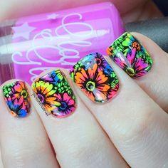 Probably my favorite nails I've ever done 💕 tutorial up later I used @glamglaze polishes