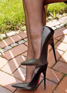 #Stilettoheels Platform High Heels, High Heels Stilettos, High Heel Boots, Heeled Boots, Stiletto Heels, Shoe Boots, Beautiful High Heels, Nylons Heels, Sexy Heels
