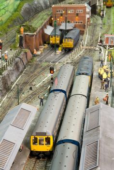 Track Layout Ideas for Your Model Train N Scale Model Trains, Model Train Layouts, Scale Models, Ho Scale Train Layout, Model Railway Track Plans, Real Model, British Rail, Ho Trains, Building