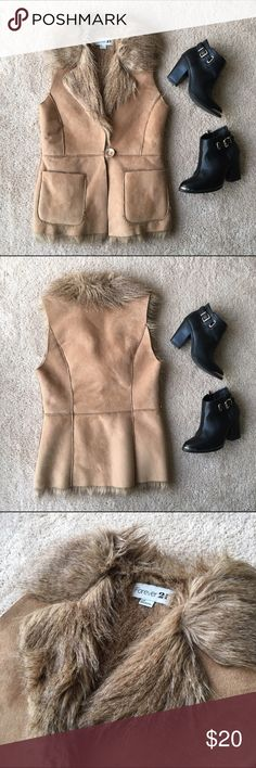 """Faux Fur Vest Keep warm in this classy faux fur vest! The inside is completely lined with faux fur. Condition: gently used. Length: 26"""" Waist: 15"""" (when laid flat) Forever 21 Jackets & Coats Vests"""