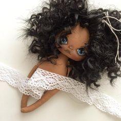 В у меня новенькая и совершенно свободная мулаточка;) она как печенька, очень вкусного цвета #кукла #куколка #куклыручнойработы #куклаолли #олли #авторскаяработа #авторскаякукла #ручнаяработа #doll #textilledoll #handmade #artdoll #dolls