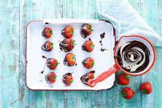 Kleine moeite, groots effect: met deze bonbons is het net of je in een restaurant zit. Eet ze als toetje of als lekkernij bij koffie of thee. - Recept - Allerhande