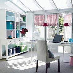 Oficina en casa con estilo femenino