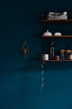 Let's make blue - trend watch: blue as wall color - . Let's make blue – trend watch: blue as wall color – paint – roomWall Lass uns Blau machen – Trendwatch: Blau als Wandfarbe – 0 Source by Blue Painted Walls, Dark Blue Walls, Dark Blue Color, Blue Wall Colors, Color Walls, Kitchen Wall Colors, Blue Rooms, Interior Exterior, Color Azul