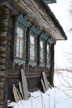 Вопрос 1 В качестве полевого учёного я выезжаю на Русский Север - в деревни Архангельской области. Очень-очень люблю эти места! Столетние избы с коньками на крыше и резными наличниками, тёмные леса, бескрайние поля, бесчисленные реки и озёра.