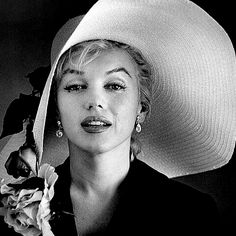 Marilyn Monroe: Give a girl the right shoes and she can conquer the world…