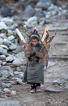 Tibetan boy with basket - Gorkha, Nepal. Religions Du Monde, Cultures Du Monde, World Cultures, We Are The World, People Of The World, My People, Vietnam, Bhutan, Central Asia