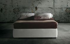 The Raja bed base is distinguished by a thick upholstered side frame.It is available with either a fixed slatted bedstead or with two storage variations. Milano Bedding http://www.milanobedding.it/