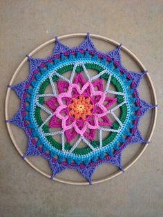 Crochet Mandala Pattern Mandala Madness Free Pattern On Ravelry This One Is Kaz - incek life Crochet Bear, Crochet Home, Love Crochet, Crochet Gifts, Crochet Dreamcatcher Pattern Free, Crochet Mandala Pattern, Crochet Doilies, Crochet Flowers, Crochet Wall Art
