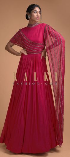 Indian Gowns Dresses, Indian Fashion Dresses, Indian Designer Outfits, Indian Outfits, Long Dress Design, Stylish Dress Designs, Stylish Dresses, Drape Gowns, Draped Dress