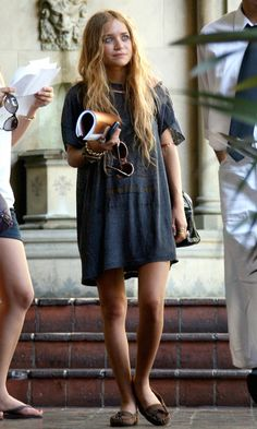 Olsens Anonymous Blog Style Fashion Get The Look Mary Kate Olsen Goes Boho In An Oversized Vintage Tee And Moccasins Candid