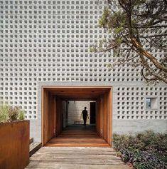 Zenteno House by Sebastian Mariscal Studio + Alfonso Frade Architecture Restaurant, Brick Architecture, Interior Architecture, Concrete Facade, Exposed Concrete, Facade Design, Wall Design, House Design, Brick And Wood
