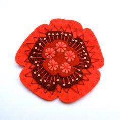 POPPY felt brooch pin with freeform embroidery  par designedbyjane