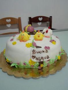 Torta di Pasqua decorata con pasta di zucchero