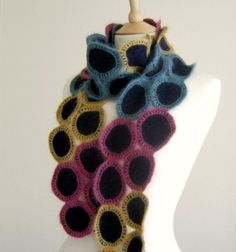 cachecol de feltro e crochet