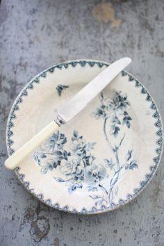 A Set of 3 Vintage English Bakelite Table Knives & Set of Transferware