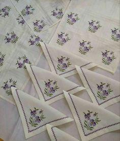 Cross Stitch Rose, Cross Stitch Flowers, Crochet Flower Tutorial, Crochet Flowers, Counted Cross Stitch Patterns, Cross Stitch Designs, Bargello, Embroidery Thread, Needlepoint