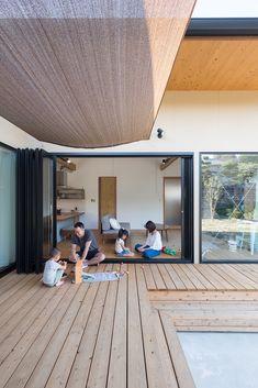 豊後大野の家 | ソラマド写真集 House Deck, House With Porch, Roof Design, House Design, Japanese Modern House, Exterior House Colors, Decoration Design, Japan Interior, Minimalist Home